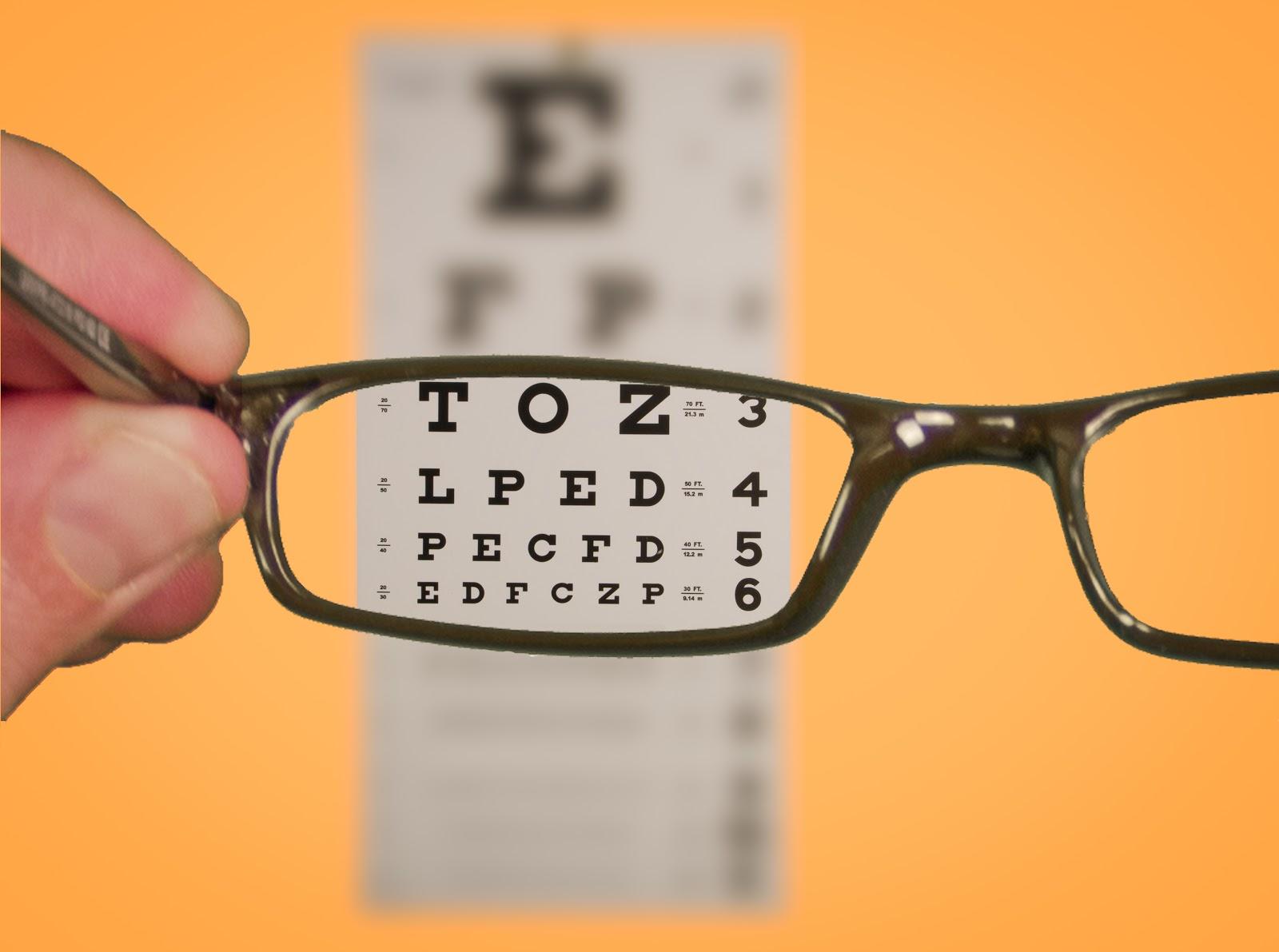 eada7a2f0b24e O Oftalmologista é o profissional responsável por detectar os vícios de  visão e orientar o paciente sobre qual a solução mais rápida e correta para  cada ...